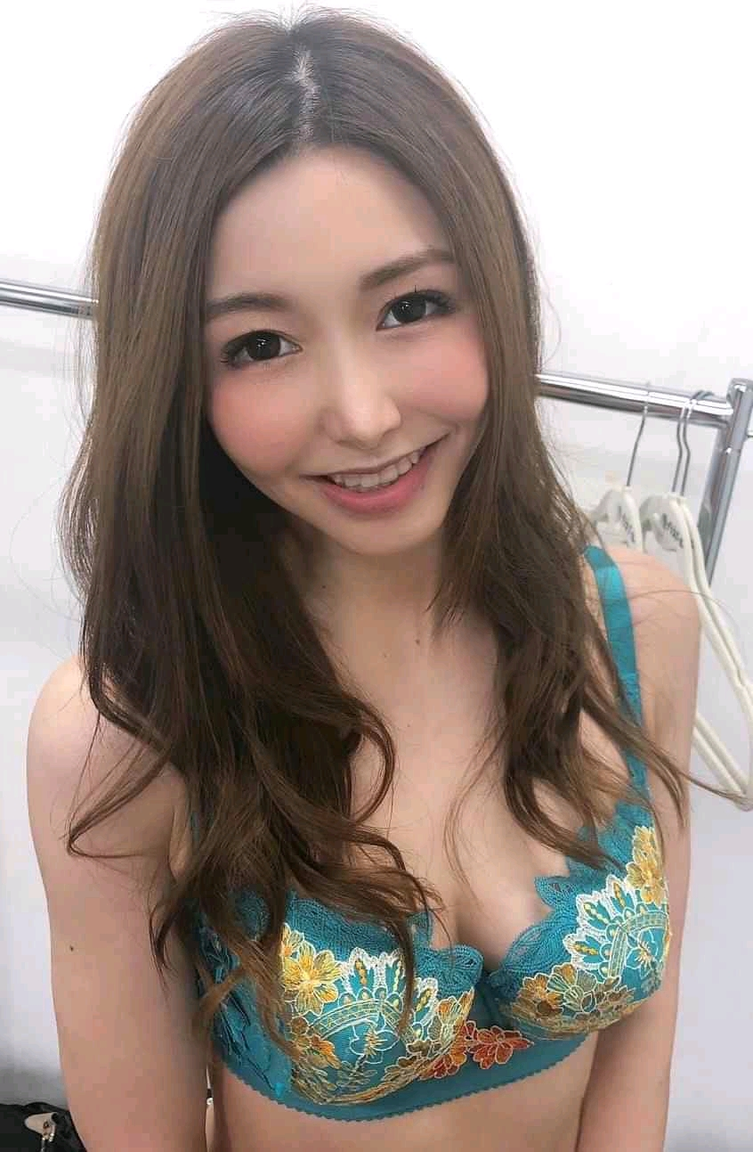 Hiromi: Chat with her