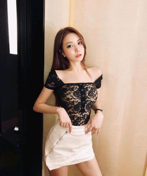 Zhong: Chat with her