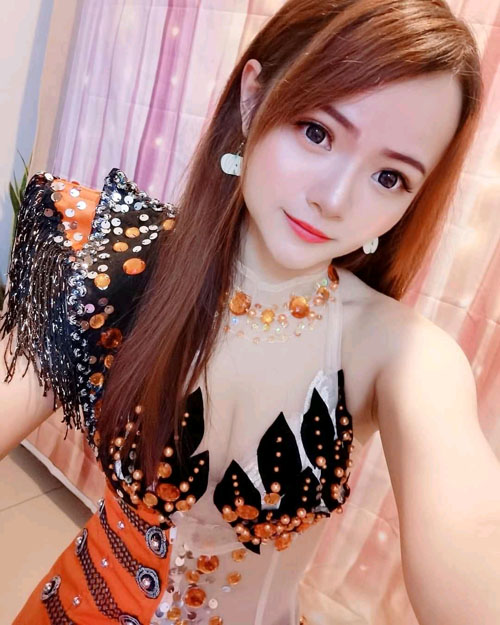 Alina: Chat with her